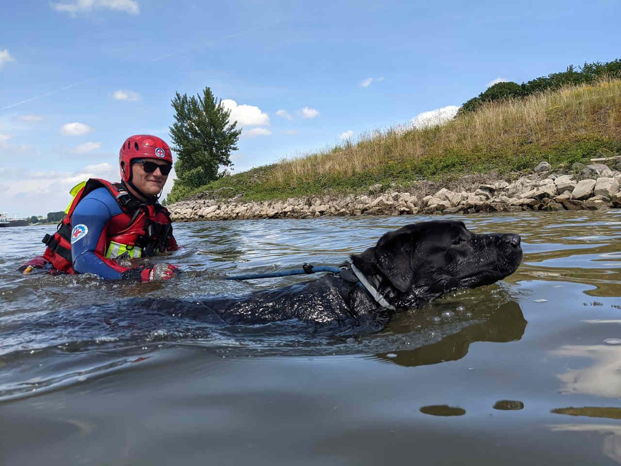 Gemeinsamer DRK-Übungstag auf dem Wasser